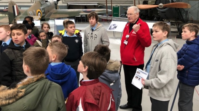 WW2 evacuee teaches Roydon pupils at Duxford Museum