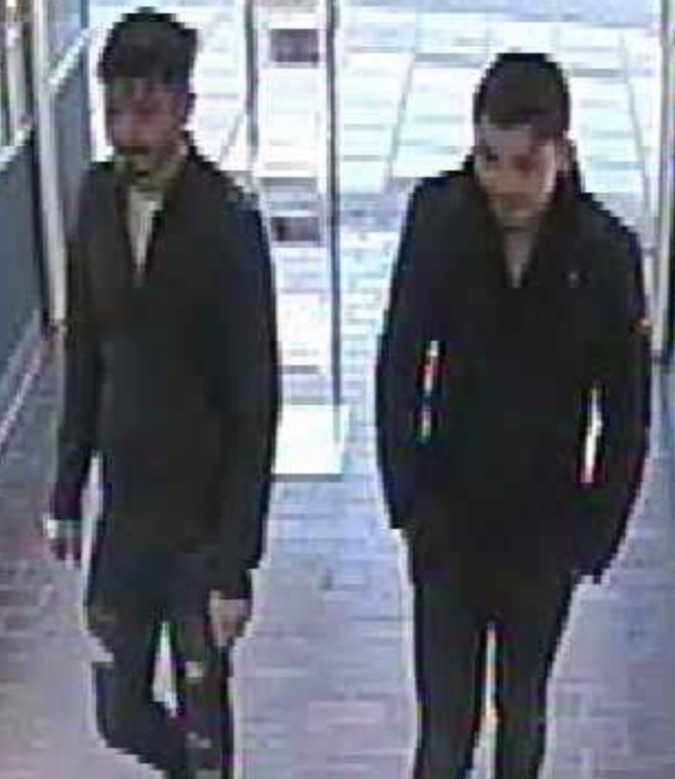 Men wanted after theft from jewellers in Harlow