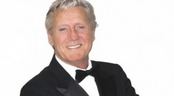 Joe Longthorne set for the Harlow Playhouse