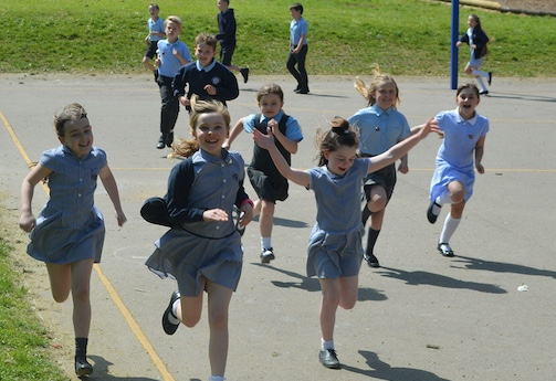 Roydon students take part in Daily Mile