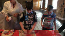 Harlow children take a step back in time to enjoy a Victorian Christmas.