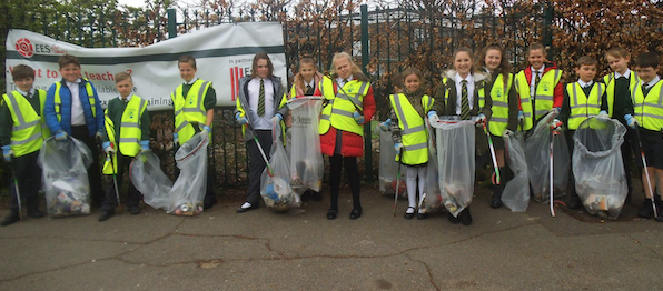 Pear Tree Mead pupils take part in Great Spring Clean