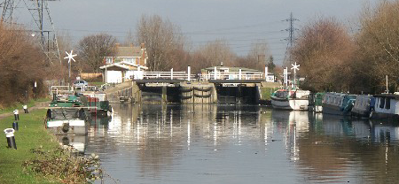 Covid-19: Police issue three £10,000 fines to boat owners on River Lea