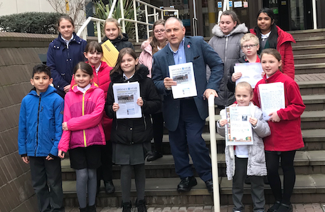 "Harlow pupils join Robert Halfon to hand in ""Save libraries"" petition"