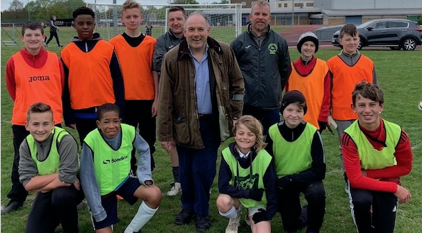 Harlow MP Robert Halfon visits Langley Colts FC