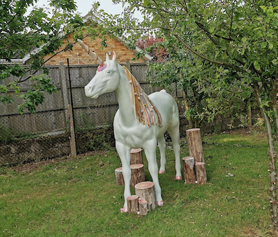 Little Parndon receive visit from unicorn