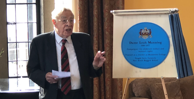 Stan Newens unveils plaque in memory of Leah Manning