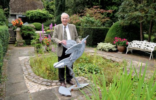 Leading housebuilder donates £1,000 to Gibberd Garden